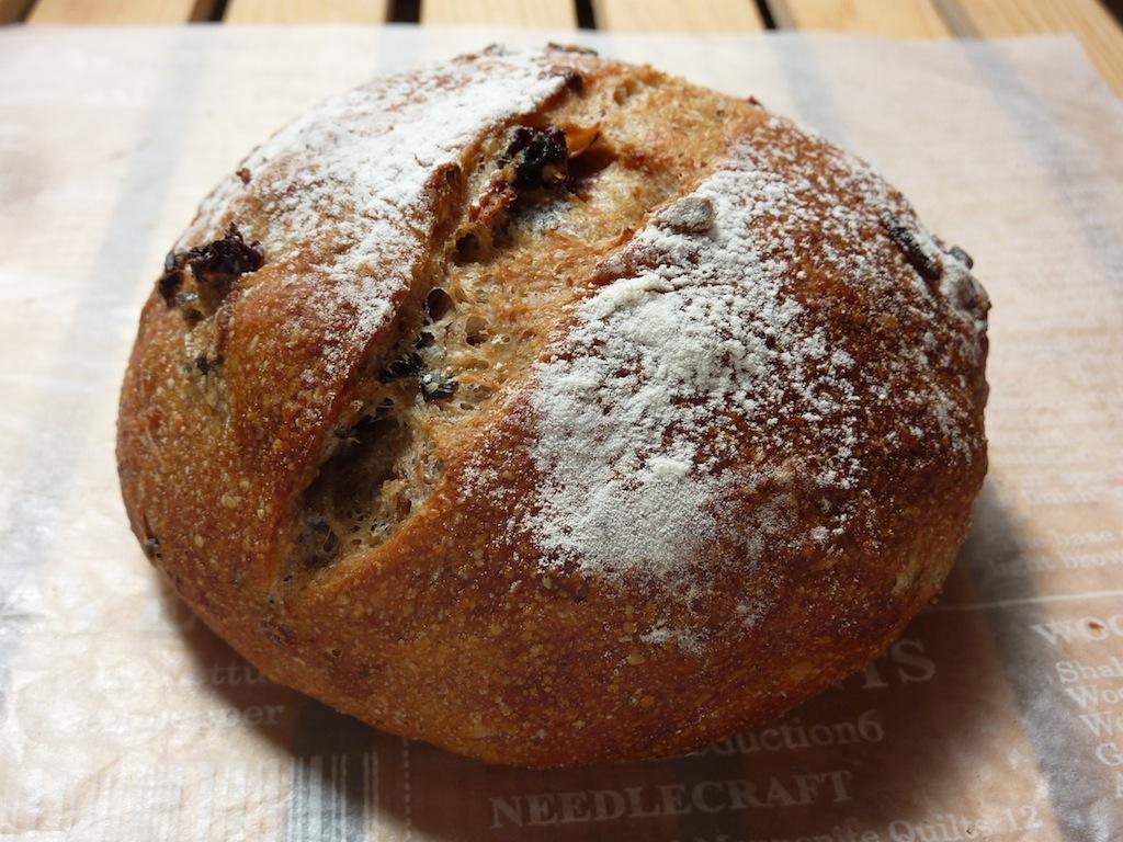 17.レーズン&ワイルドライスとライ麦の丸粒入りパン