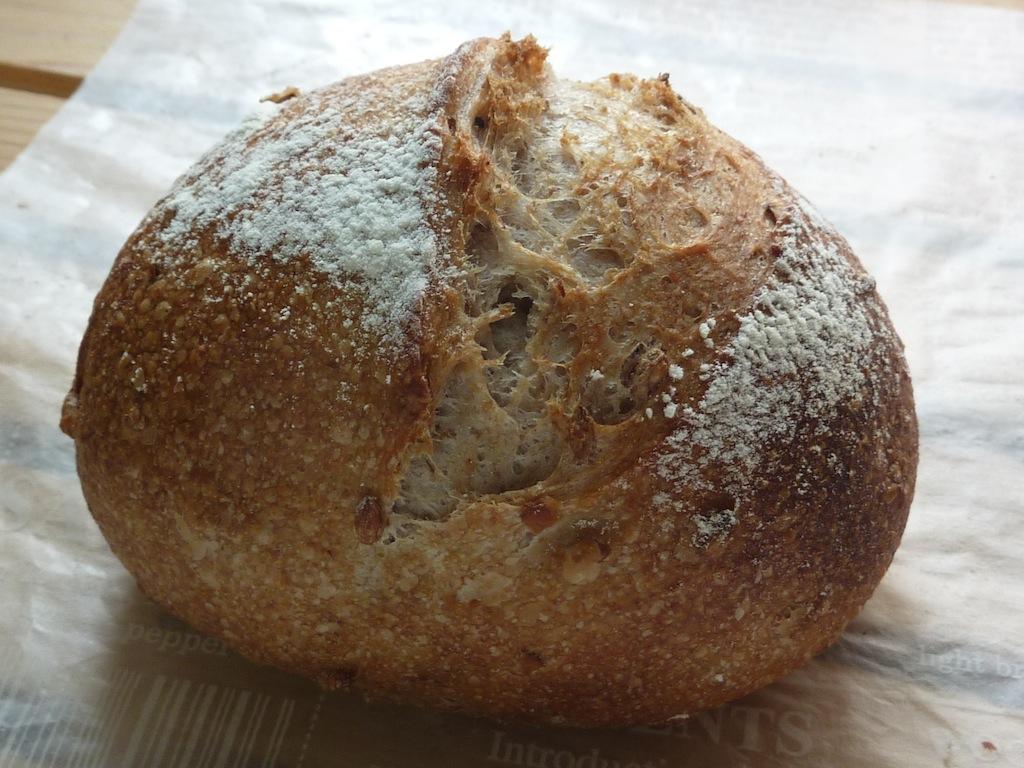 16.ライ麦の丸粒が入ったライ麦パン