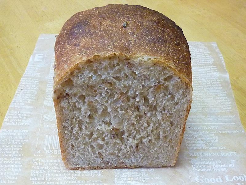 14.ライ麦の丸粒が入ったライ麦食パン