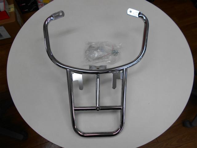 リアBOXを取り付ける台座。タンデムグリップを意識したスマートなデザイン