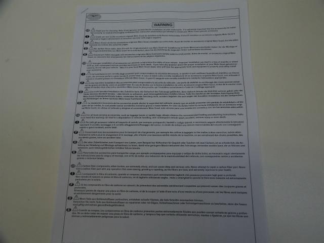 組み付け説明書は付属されてません、外国語の注意書のみです。
