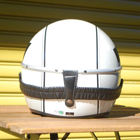 ポリカーボネイト(厚さ約2mm)着脱可能なリアバンド付き、