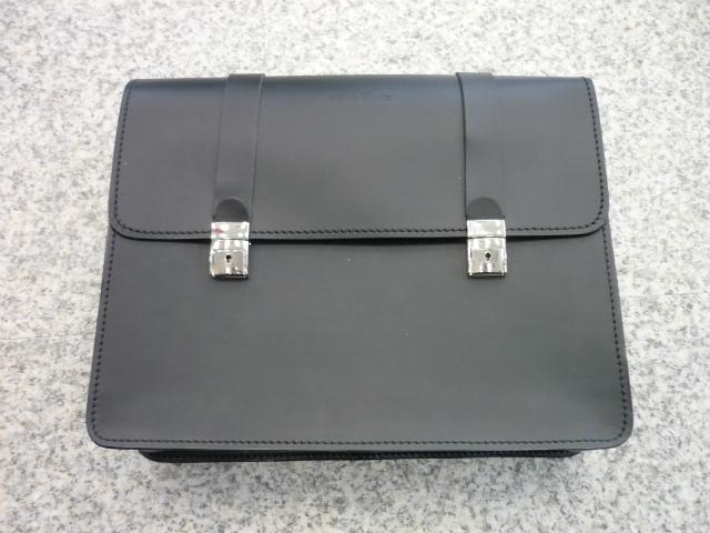 純正オプション、サイドバッグ取り付けに使用します。