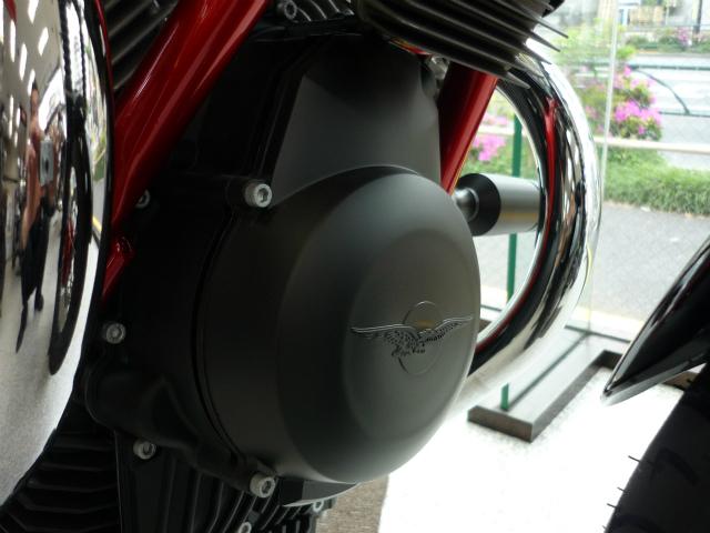 取り付けは、こちらの樹脂製カバー装着エンジンに限ります。