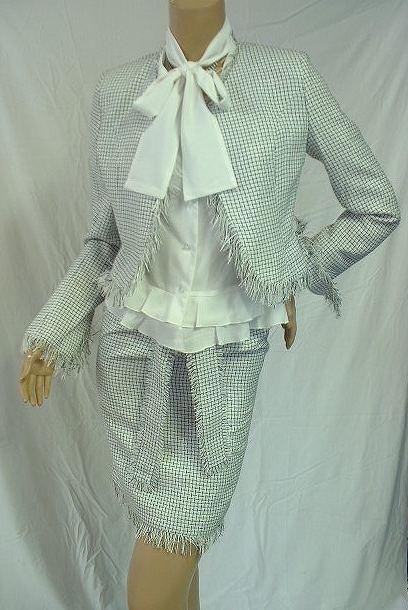 定価19800円のお品が・・・!<br />マジックモンロー商品の個性的スーツ<br />ブラウス付でお買い得