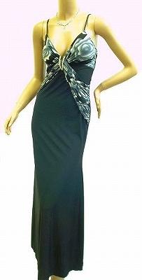 大人の感じのドレス ストレッチ効いてます 胸のアクセサリーも大きめです