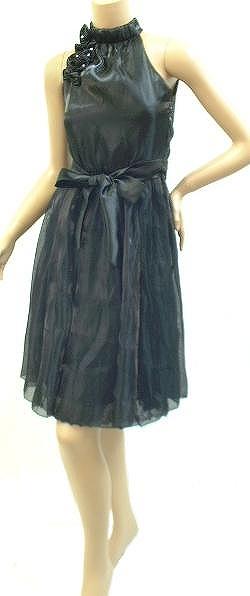 黒の上品な感じで<br />落ち着いたミニドレス<br />無難なタイプです