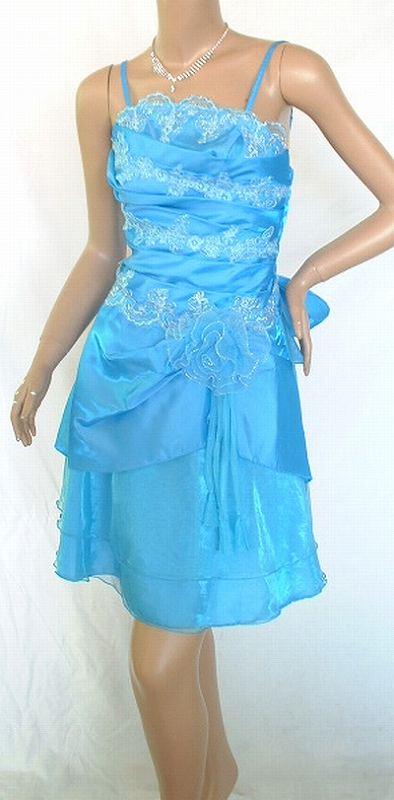 レースアレンジで可愛さが♪♪♪<br />シックにかわゆく!<br />銀糸の縁取りなどで鮮やかなドレスです<br />着丈 脇から73cm~ <br />バスト 72cm~ <br />ウエスト 60cm~