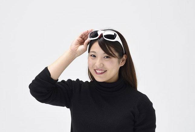 ツーリングに最適な強化偏光レンズ搭載したミラータイプ