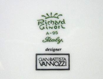 作家ヴァノッツィのサインロゴ