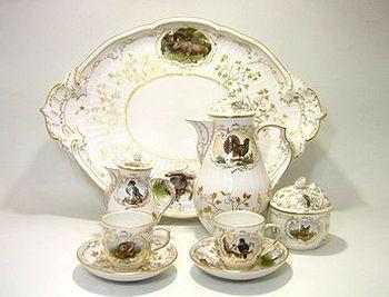 本体価格: ¥2.500.000<br><br>コーヒーC/SX2,ポット・シュガー・クリーマー・トレイ(47cm) 各1<br><br>1988年 王立225年記念<br>前身創窯は 1751年に遡るのに 王立1763年を以って KPM創立とは いかにも生真面目なドイツ人気質 フリードリヒ大王の 人となりが判ります。