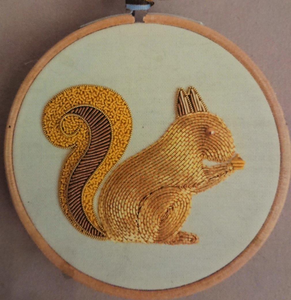 Goldwork リス  横7cm、縦6cm