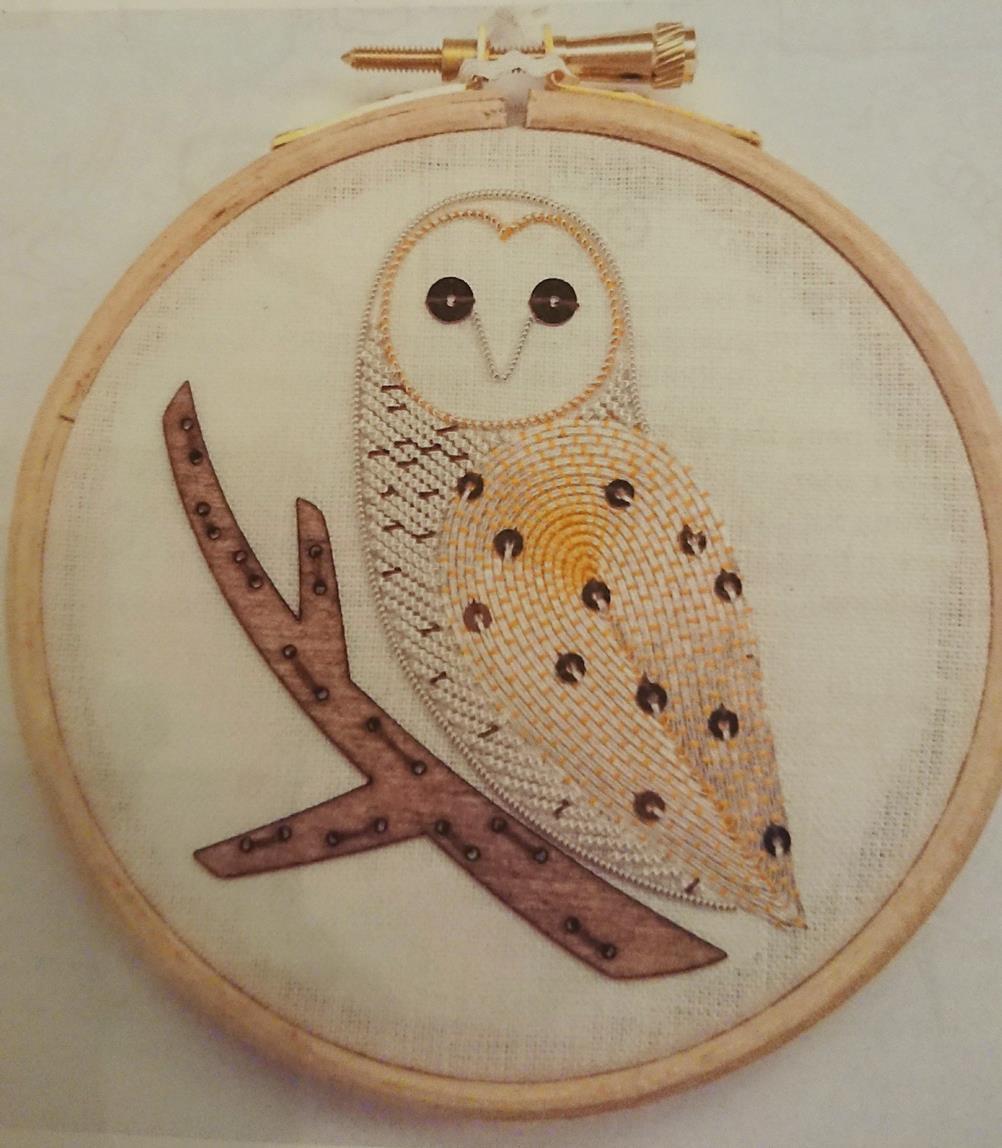 Goldwork Owl 縦8.5cm、横7cm