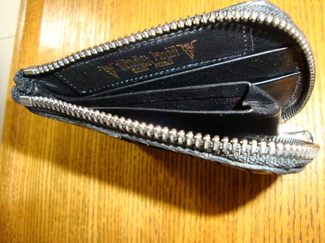 内部仕様(両面カード収納ポケット付き、センター部コイン収納ポケット付き)