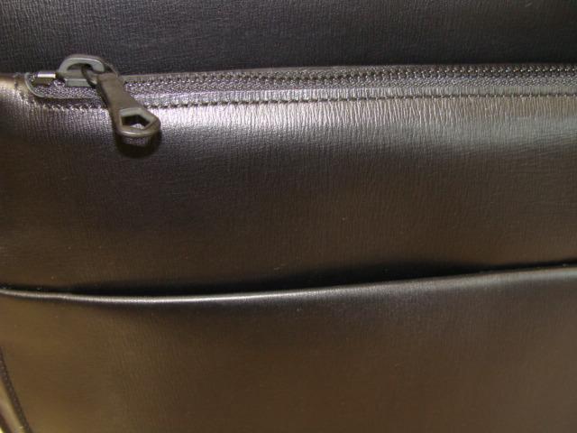 前面切換え箇所、ポケット仕様(携帯、パスケース収納可)