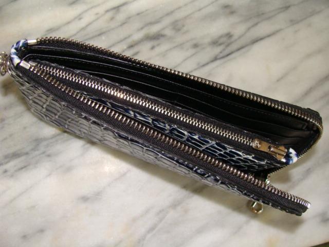 内部仕様(中心部にファスナー仕切の収納ポケット付き)一万円札はいるSIZE