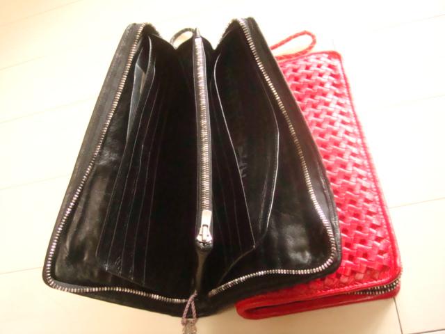 黒色も同様、内部は表と同じ革を使用して内部収を創り上げたお品