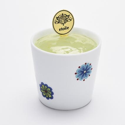 "<div><span style=""font-size: 13.3333px;"">伊万里焼の器に福岡星野村抹茶と、伊万里産の緑茶を使用した抹茶ティラミスと、なめらかなクリームチーズを2層にした「伊万里焼Wスイーツ(伊万里焼の器付き)」を新発売!</span><br style=""font-size: 13.3333px;""><div style=""font-size: 13.3333px;""><span style=""font-size: 13.3333px;"">3種類の</span>伊万里焼の器:鍋島3様式の染付、色絵、青磁に合わせて、縁起の良い文様の「結び(染付)」、「丸更紗(色絵)」、「セイジ(青磁)」がございます。<br></div><div style=""font-size: 13.3333px;""><br></div><div style=""font-size: 13.3333px;""><p class=""MsoNormal"" style=""font-size: 13.3333px;"">・佐賀県伊万里産緑茶抹(山口製茶園世界緑茶コンテスト2015にて金賞を受賞)濃厚で贅沢な旨み・甘みを極めた、格別な味わいの伊萬里緑茶<span lang=""EN-US""></span></p><p class=""MsoNormal"" style=""font-size: 13.3333px;"">・福岡県星野村産抹茶(倉住星渓園・<span lang=""EN-US"">2018</span>年第<span lang=""EN-US"">72</span>回全国茶品評会<span lang=""EN-US"">/</span>玉露の部にて最高賞と成る農林水産大臣賞を受賞)<span lang=""EN-US""></span></p><p class=""MsoNormal"" style=""font-size: 13.3333px;"">・福岡県大牟田産マスカルポーネチーズとクリームチーズ<span style=""font-size: 10pt;"">(オーム乳業・地場産牛乳で作った乳製品メーカー)</span></p></div></div>"
