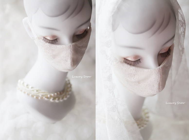 ☆Luxury Snow(ラグジュアリースノー)☆お顔を華やかに明るく魅せてくれるオフホワイトレースを、ナチュラルカラー(生成り色)の日本製高級ガーゼに重ねているので、より美しく肌になじみ上品な印象を与えてくれます♪女性のフェイスラインを【小顔に魅せて】女性の美しさと優しさを際立たせるパターンにもこだわっています☆