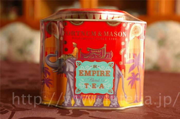 フォートナム&メイソンのエンパイアブレンド(Empire Blend)です。<br />しっかりとした麦芽のような味わいが特徴的です。<br />当時の復刻版として美しいレトロスタイルの装飾缶です。<br /><br />※11月中旬に入荷いたします。数に限りがありますので、ご予約いただければ幸いです。