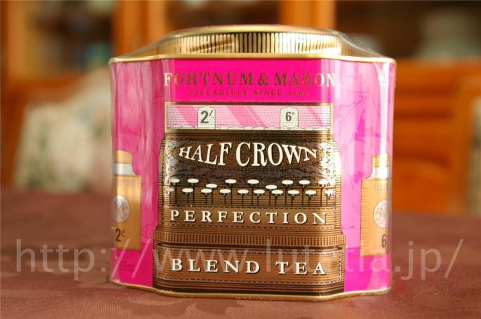 """<p>フォートナム&amp;メイソンのヘリテージシリーズの紅茶です。<br>1901年にエドワードⅦ世が王となりました。</p><p><a href=""""http://www.lutetia.jp/products/detail.php?product_id=380"""">http://www.lutetia.jp/products/detail.php?product_id=380</a></p><p><br>ハーフ・クラウン・パーフェクション・ブレンドは、ヴィクトリア女王の時代とエドワード7世の時代の融合をイメージしてブレンドされました。</p>"""