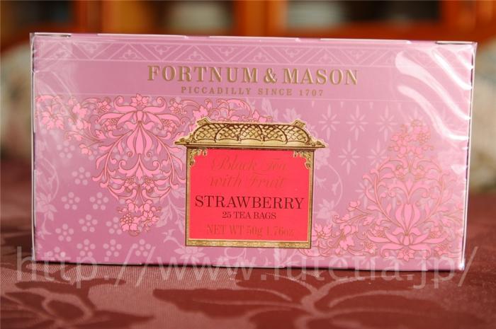 """<p>フォートナム・アンド・メイソンのストロベリーティーです。<br>中国茶に乾燥させたストロベリーがブレンドされています。<br><br>とても甘い香りのするフレーバーティーになります。</p><p>この紅茶は、<br><a href=""""http://www.lutetia.jp/products/detail.php?product_id=93"""">http://www.lutetia.jp/products/detail.php?product_id=93</a><br>に引っ越しいたしました。<br>お手数ですが、リンク先をご利用ください。</p><p><br></p>"""