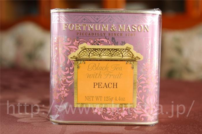 """<p>フォートナム&amp;メイソンのピーチティー茶葉125gです。<br>この紅茶は、缶入りのリーフティーになります。<br> 中国茶に乾燥させたピーチがブレンドされています。</p><p>この紅茶は、<br><a href=""""http://www.lutetia.jp/products/detail.php?product_id=346"""">http://www.lutetia.jp/products/detail.php?product_id=346</a><br>に引っ越しいたしました。<br>お手数ですが、リンク先をご利用ください。</p>"""