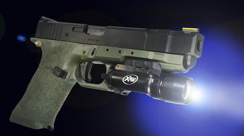 G17と同じタイプのアクセサリーレールを装備しました。 タクティカルライト等を取付けられます。