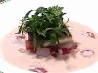 香鶏のブルーテとモモ肉のロースト、アロマ風味 フレッシュトマトと赤ピーマンの小さなサラダ、オマール添え