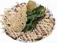 牛ランプ肉のカルパッチョ、山葵入り胡麻風味マヨネーズ