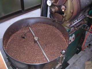 直火コーヒー焙煎機です 香りが高く、焙煎直後に出荷します