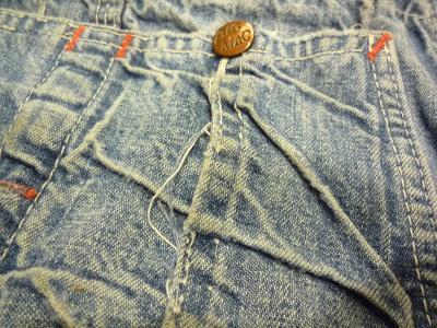 後部右ポケットのダメージ