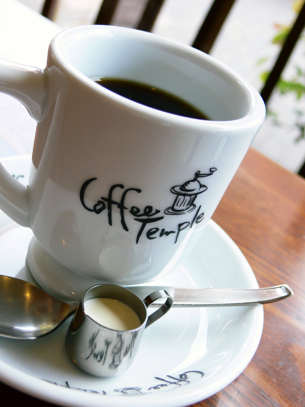 世界で70キロしかない希少なコスタリカ産の名門エルバス精製所のコーヒー豆と喫茶店で提供されている定番のブレンドの2種類。日本スペシャルティコーヒー協会 ブリュワーズ委員・競技会審査員の田和佳晃氏が焙煎した、地元で48年愛され続ける喫茶店の味をご自宅でどうぞ