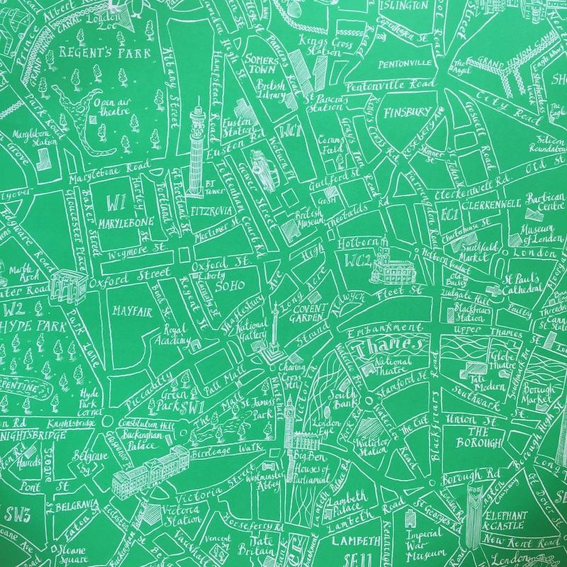 ロンドンの地図柄のイギリス製・ラゴムのデザインペーパーでお包みします。