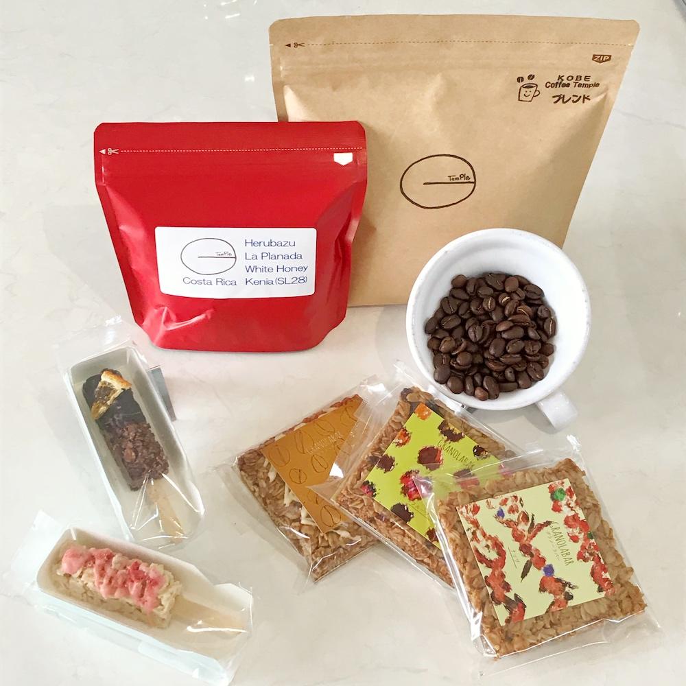 スペシャルティーコーヒー豆2種類とグラノーラのおやつセットです。豆を挽いた状態でのご用意も可能です(カップはイメージです)