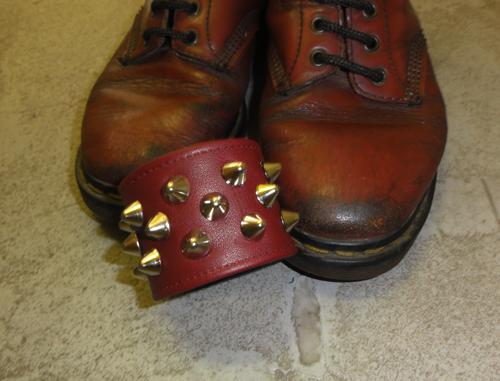 色展開の発端は、一足のこのブーツ