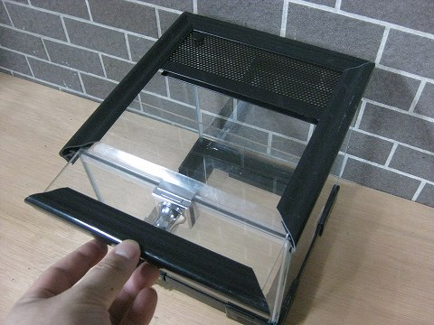 上部ガラスがスライド開閉する新タイプ