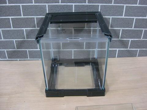 オールガラスなので、光も通りレイアウトにも最適