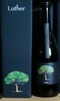 産地 蔵元 鹿児島 八千代伝酒造株式会社<br><br>原材料:薩摩芋(黄金千貫)・米麹<br>麹種類:黒麹<br>アルコール度:30度<br>お勧めの飲み方:お湯割り<br><br>農業を始めた<br />                      2009年製造の芋焼酎と農業法人化の2017年製造の芋焼酎の古酒と新酒のブレンドです。8年間の歩みを表現した限定記念ボトルです。<br>