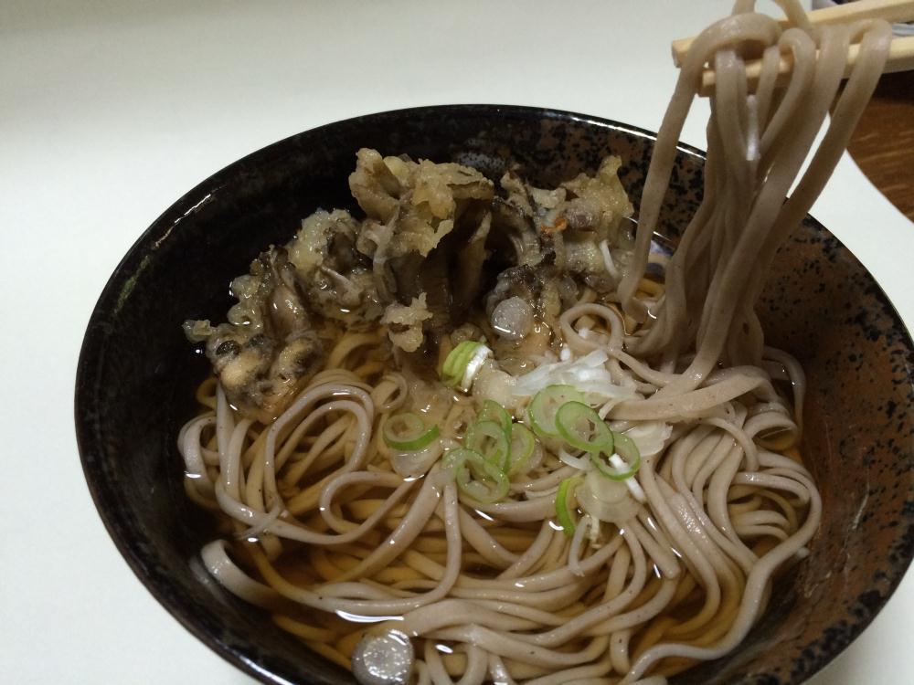 舞茸の天ぷらそば 秋の大子町の舞茸が肉厚で最高です。