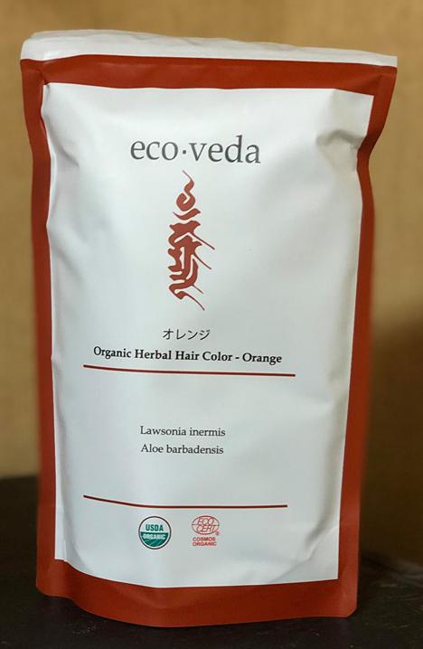 <div>【化粧品】</div><div> 有機栽培により育てられたヘンナ、アロエの葉を乾燥させた</div><div> ブレンドパウダーです。</div><div> 白髪部分のみを赤オレンジ色系に染着させます。</div><div> 繰り返し使用することで色に深みが出ます。</div><div><br></div><div>【成分】</div><div> ヘンナ・アロエベラ葉</div><div> (原材料は100%有機農法による)</div><div><br></div><div>【内容量】</div><div> 25g×4包=100g<br></div>