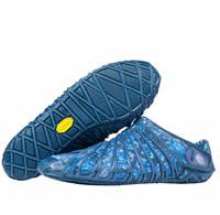 """<div>「履く」ではなく、足を包むという新発想シューズ</div>足の形、横幅、甲の高さを自由に調節!<div><div><br></div><div>日本古来より親しまれているふろしきをヒントにどんな場所での似合うオシャレで履きやすい靴</div><div>むくみで靴選びにお困りの方、安定感抜群でご高齢者にも脱ぎ履き簡単</div><div><br></div><div>ふろしきシューズは人間の体に沿ったソールのデザインとアッパー部分の伸縮性のお陰で全ての足形に合います。ビブラム(R)の巻き付けるソールやアッパー部分の優れた伸縮性や特殊な締め付けるシステムのお陰で履くのが楽で足の形に完全にフィットします。</div></div><div><br></div><div>詳しい商品説明は、当社のウェブサイトをご覧ください。</div><div><span style=""""font-size: 10pt;"""">履き方の写真がご覧いただけます。</span></div><div><span style=""""font-size: 10pt;""""><a href=""""http://www.hohoho-care.com/pdct_furoshiki.html"""">→株式会社ほほほ ふろしきシューズのページ</a></span></div>"""