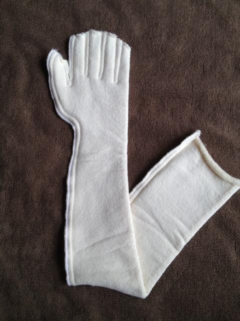 浮腫みのケアにお使いいただけます。心地よい圧で包み、肌をやさしく保護します。皮膚を保護するタオル地タイプで、指まで包み込むやさしい包帯です。<br>素材:コットン85% ポリウレタン15%<br><br>