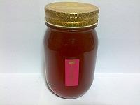 百花蜂蜜とは文字通り、色々な種類の花々からミツバチが集めてきた蜂蜜です。甘く濃厚な香りで、色合いや風味が強くミネラル分が豊富に含まれており大自然の強さを感じる健康にとても良い蜂蜜です。(ガンジャ・サシドリ等の花蜜が主な蜜源です。)