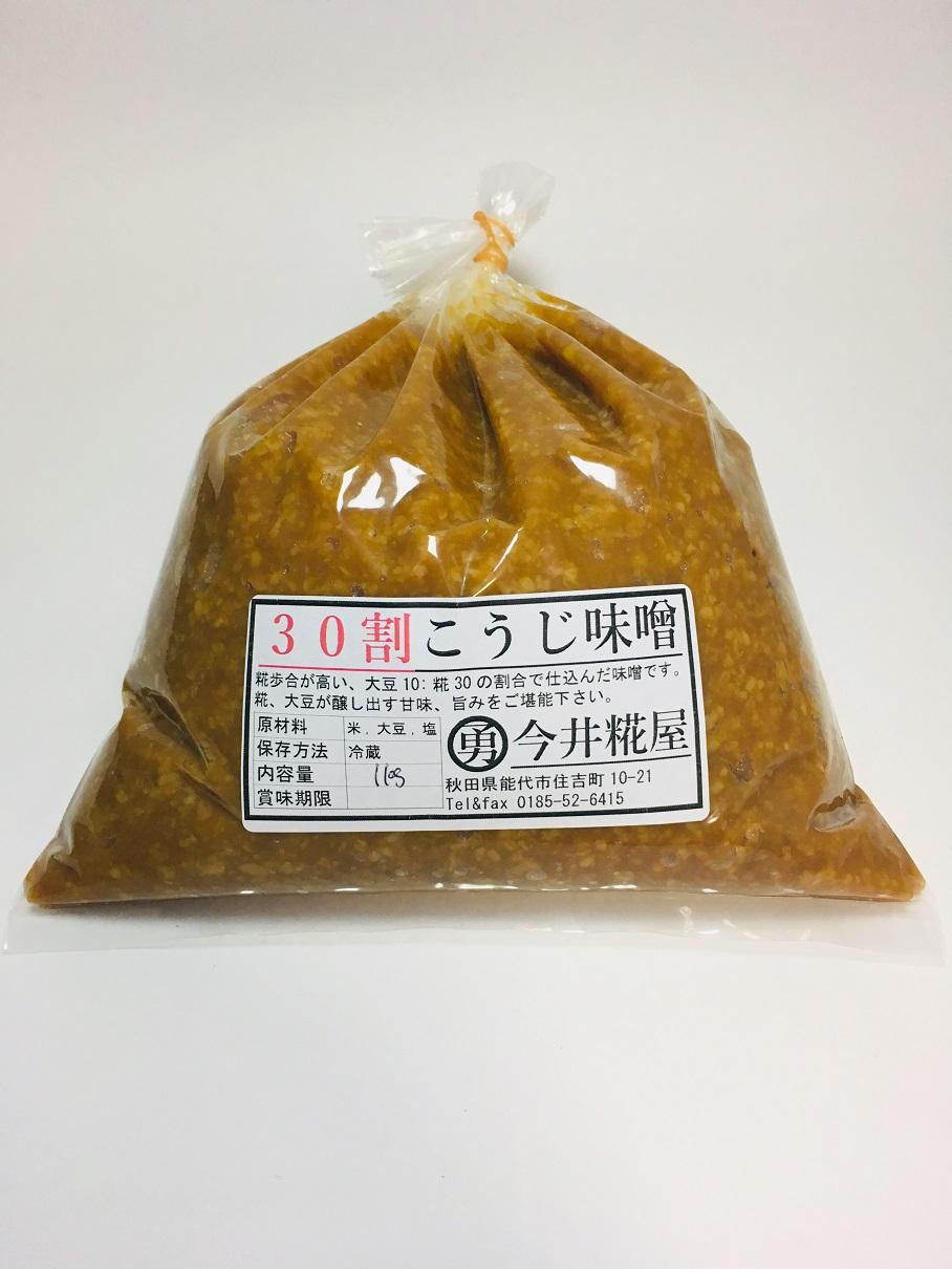 秋田県産米、大豆を100%使用したお味噌です。<br>大豆10に対してこうじ30の割合で仕込んでいますので、こうじの甘み豊かで濃厚な味わいです。