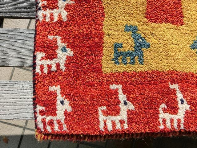 手織りだから世界に一つのデザインです。