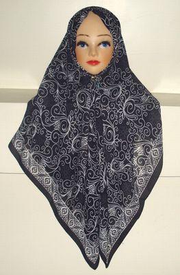 <p>肌触りの優しいスカーフです。</p><p><br></p><p>サイズ:約110cm×110cm±2cm</p><p><br></p><p>素材:ポリエステル+コットン</p>