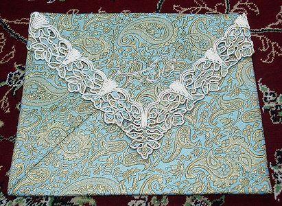<P>テルメを使用したコーラン(クルアーン)収納袋です。<BR>イランのカシミヤ糸を使用した布をテルメと言います。</P> <P>サイズ:26.5×31cm</P>