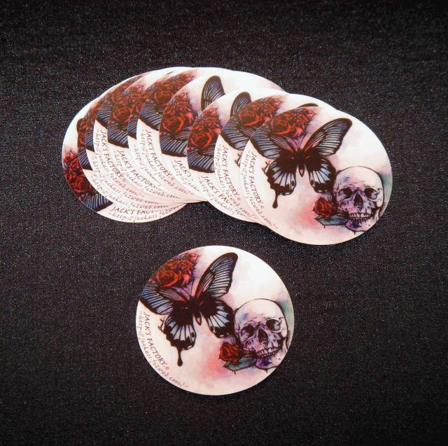 蝶と髑髏のステッカー