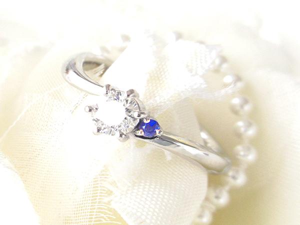 """希望を叶え、不安は解消してくれる、魔法の<br>「<b>プロポーズリング</b>」<br><div>を手頃できれいなダイヤで。</div><div><br></div><br><br>プロポーズを考えた時、婚約指輪を<br><br><b>サプライズで喜ばせたい<br>薬指に着けてあげたい<br>自分で手作りして贈りたい<br>特別な思い出にしたい<br>ずっと愛用してもらいたい</b><br><br>などの期待・希望を込めて探す方も多いかと思います。その反面<br><br><b>デザインを気に入ってくれるか・・<br>着けてくれるのかな・・<br>リングサイズが合うか・・<br>どのくらい費用がかかるか・・</b><br><br>などの不安や心配を感じる方も多いはず。<br><br><font color=""""#3333ff"""">そんな希望・期待を全て叶えつつ、不安・心配は全て解消してくれるのが<b>プロポーズリング</b>です。</font><br><br>プロポーズリングは、プロポーズ専用にリングを作り、無事成功した後に二人で一緒にお店へ行って相談し、気に入ったデザインで正式に婚約指輪を作るという方法です。<br><br>また当店なら、正式リングを自作手作りで作っていただくことも可能。<br><br><div>お相手様の気に入ったデザインを自分で作って贈れる、最高のプレゼントになります。</div><div><br></div>"""